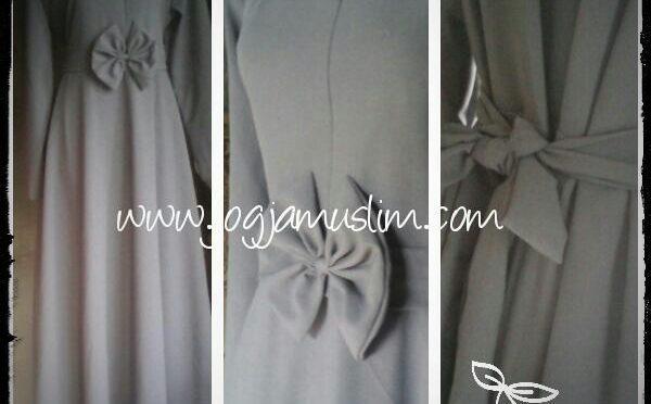 detail jubah umbrella dengan pita